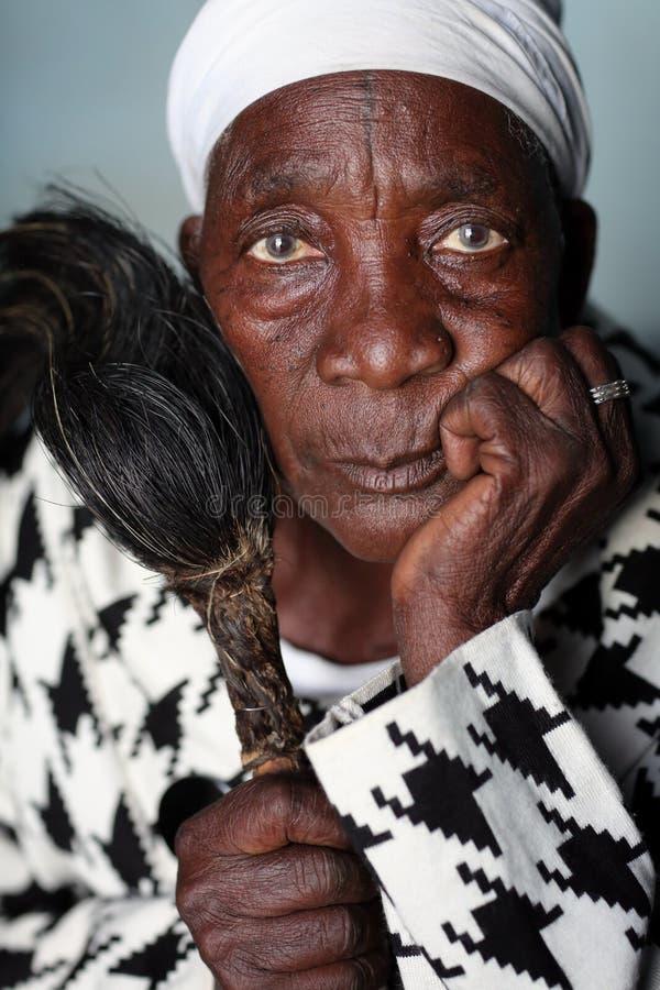 传统愈疗者,坦桑尼亚 库存照片