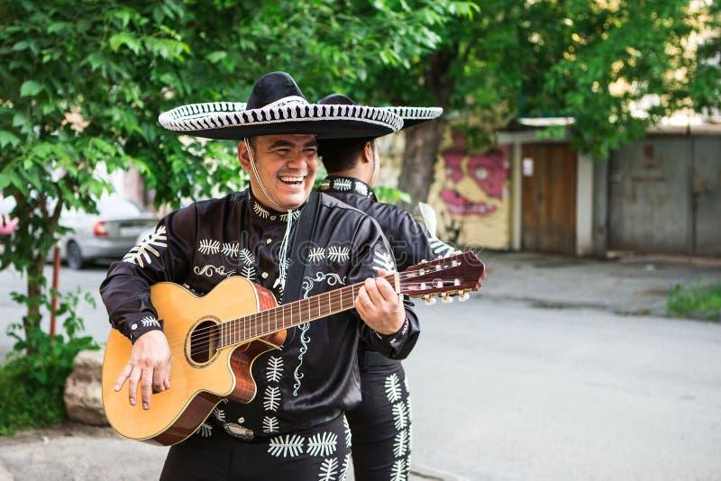 传统服装墨西哥流浪乐队的墨西哥音乐家 库存照片