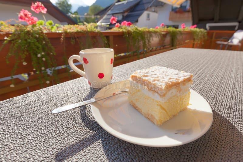 传统欧洲香草和乳蛋糕奶油蛋糕 库存照片