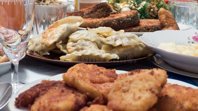 传统波兰圣诞前夕断送饺子 免版税库存照片