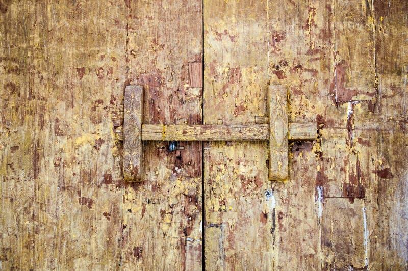 传统泰国样式木门闩 图库摄影