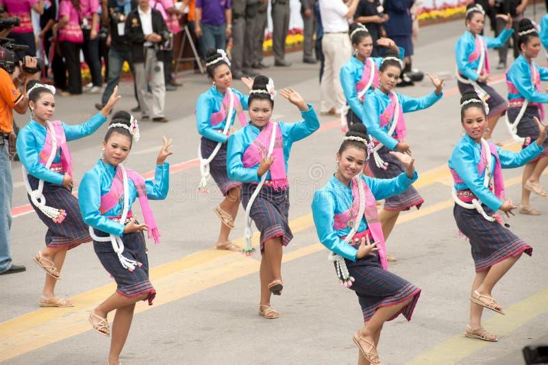 传统泰国跳舞在火箭队节日'恩赐轰隆Fai' 免版税库存照片