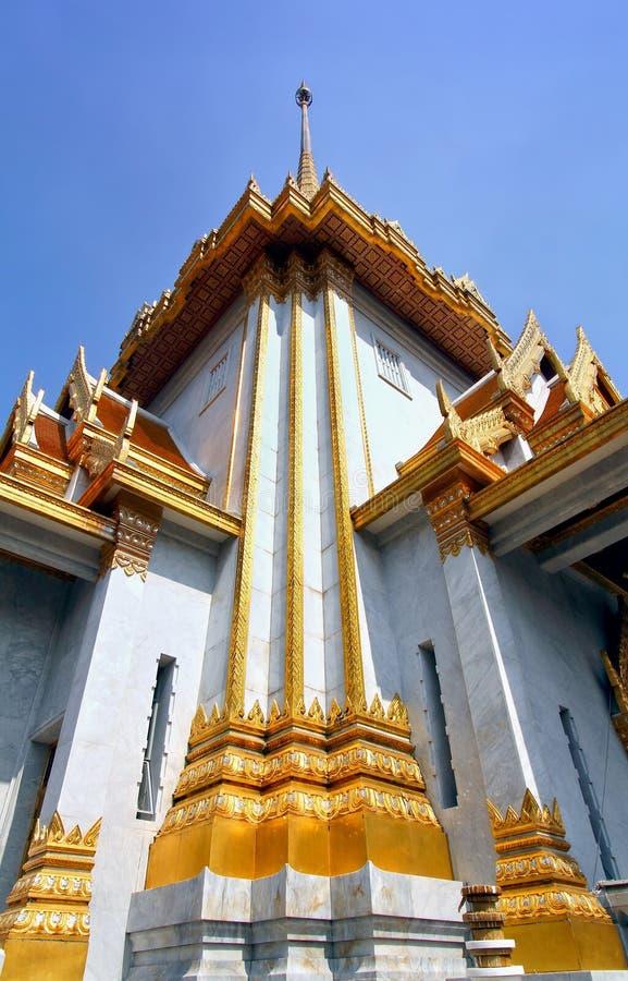 传统泰国建筑学, Wat Traimit寺庙,曼谷 免版税库存照片