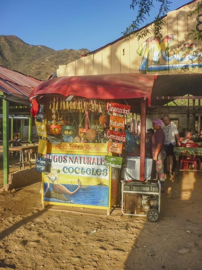 传统海滩酒吧在Taganga哥伦比亚 免版税库存图片