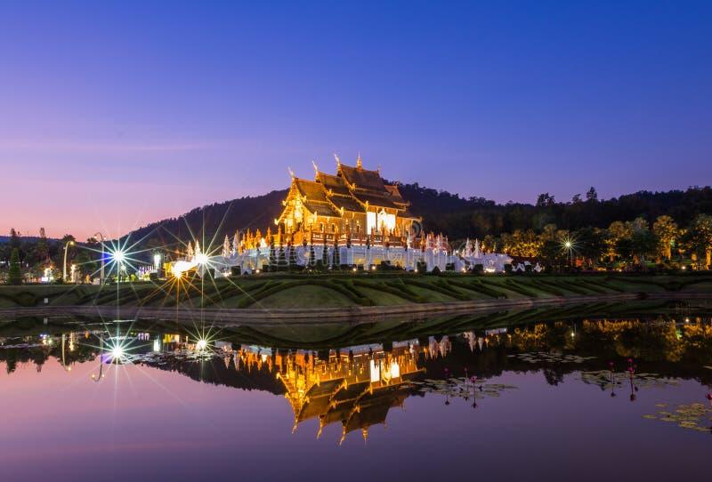传统清迈,在兰纳样式的泰国建筑学 库存照片