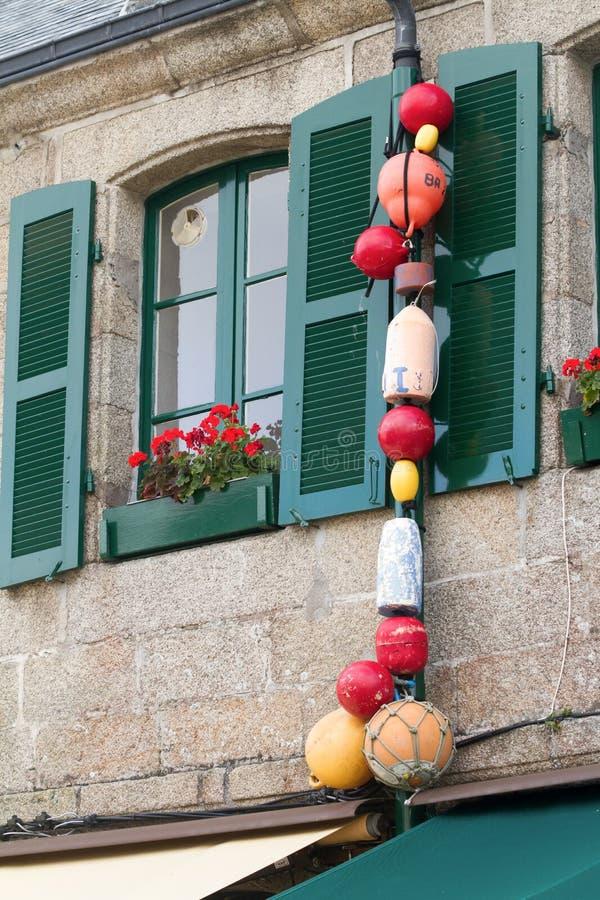 传统渔夫不列塔尼的窗口在法国 免版税库存照片