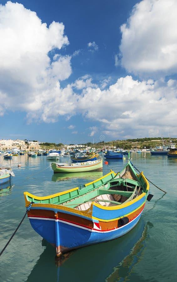 传统渔船marsaxlokk港口马耳他 免版税库存图片