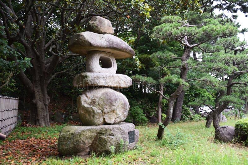 传统照明设备Japanese Stone灯笼  免版税库存图片