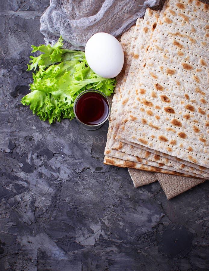 传统犹太庆祝逾越节seder的概念 库存照片