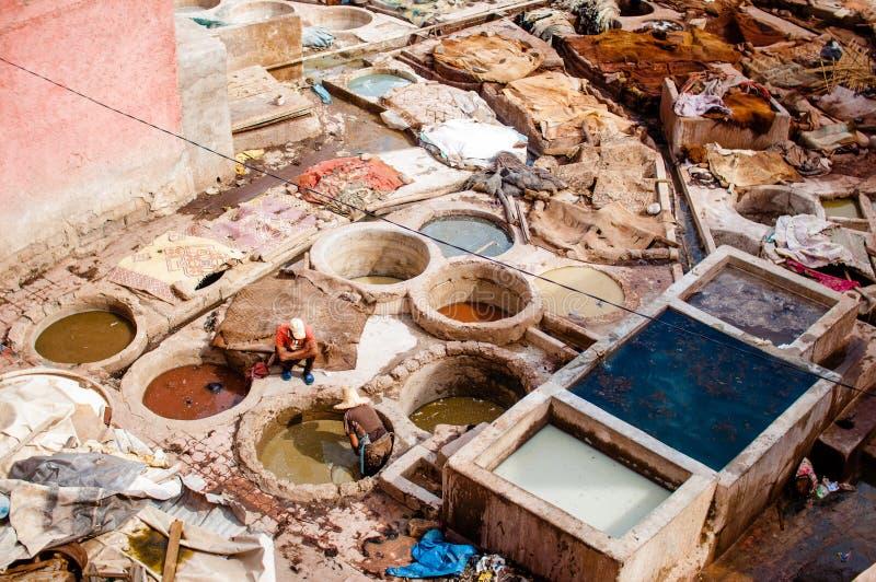 传统皮革厂在马拉喀什-摩洛哥 免版税库存照片