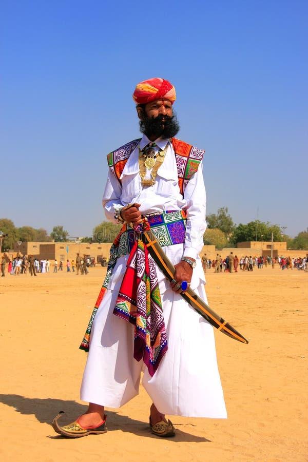 传统礼服的印地安人参与在Desert先生competi的 免版税库存照片