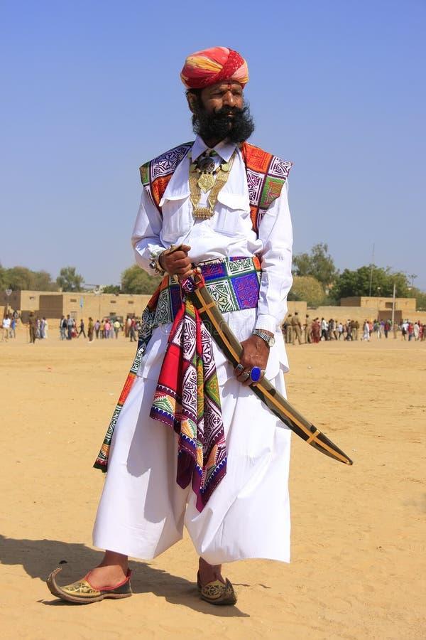 传统礼服的印地安人参与在Desert先生competi的 免版税库存图片