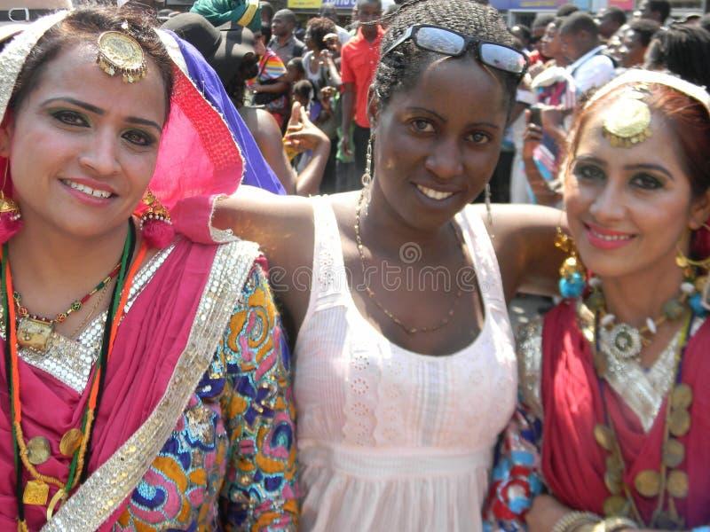 传统礼服的印地安妇女有非洲妇女的 库存照片
