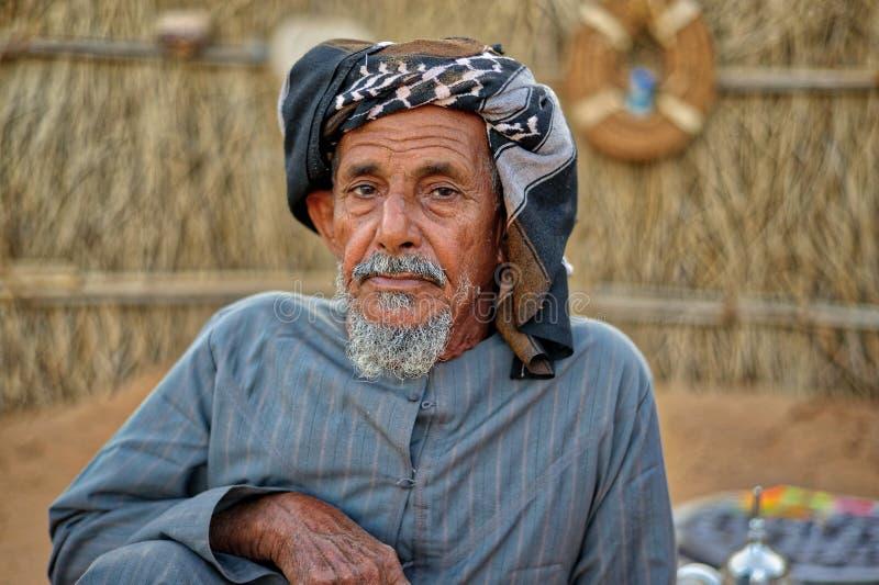 传统礼服的老阿拉伯人 免版税库存照片