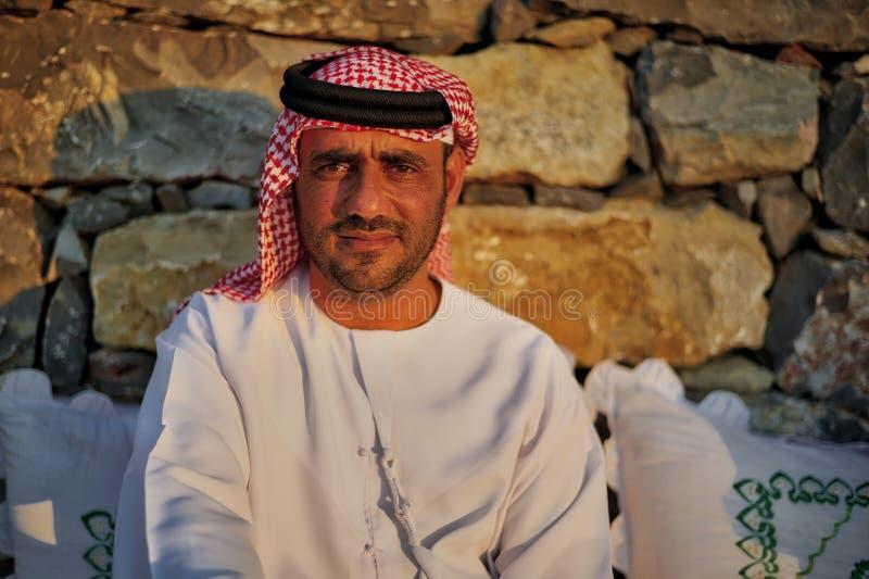 传统礼服的阿拉伯人 免版税库存照片