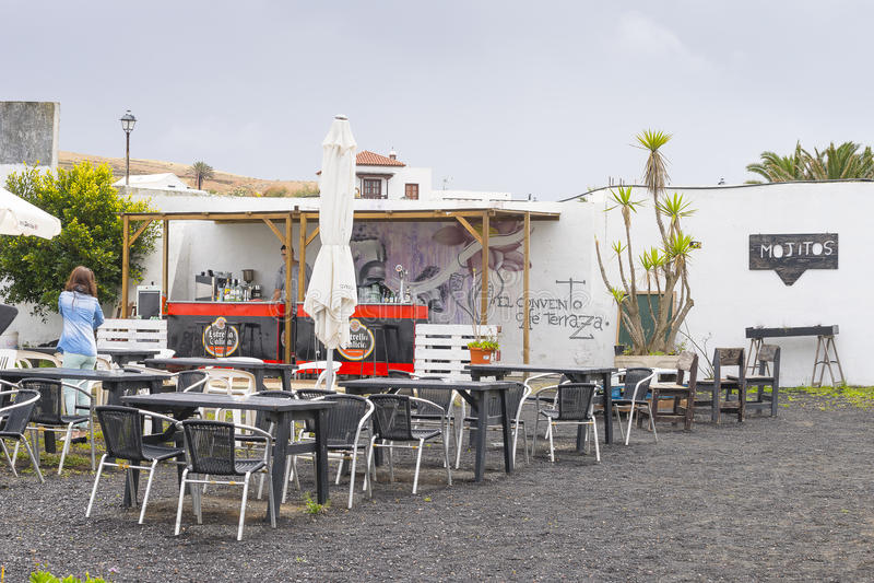 Download 传统建筑在特吉塞 图库摄影片. 图片 包括有 咖啡馆, 金丝雀, 鹅卵石, 布琼布拉, ,并且, 大卵石 - 59101057