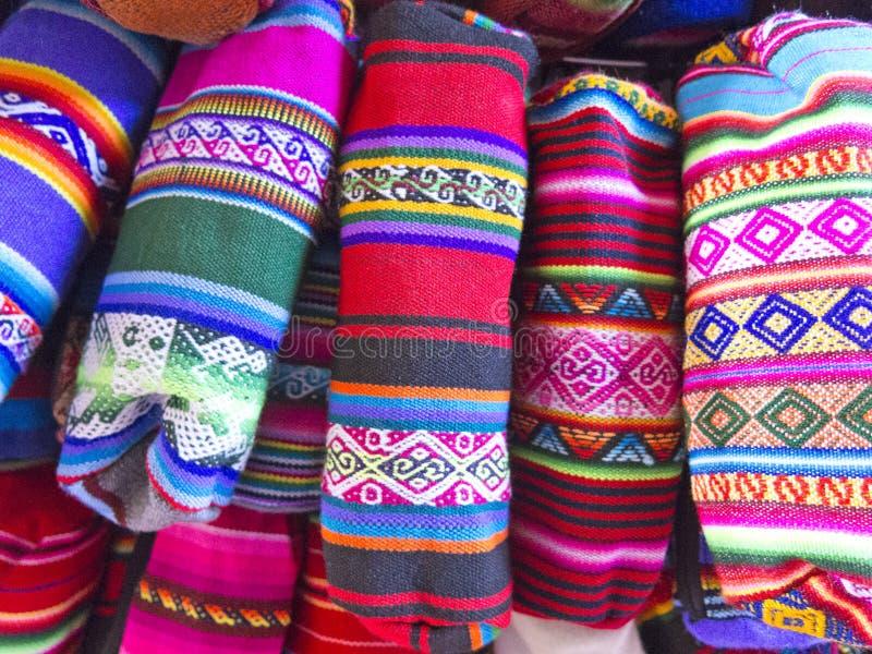 传统纪念品在市场上在拉巴斯,玻利维亚 库存照片