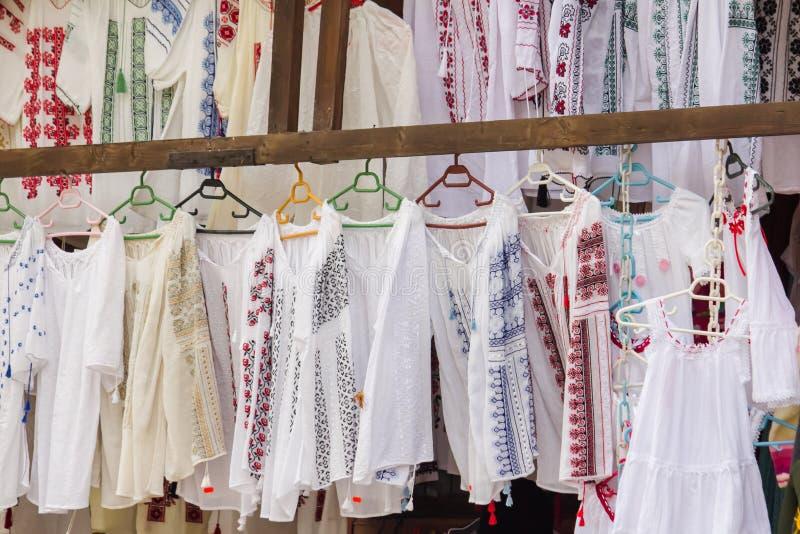 传统罗马尼亚农民女衬衫 免版税库存图片
