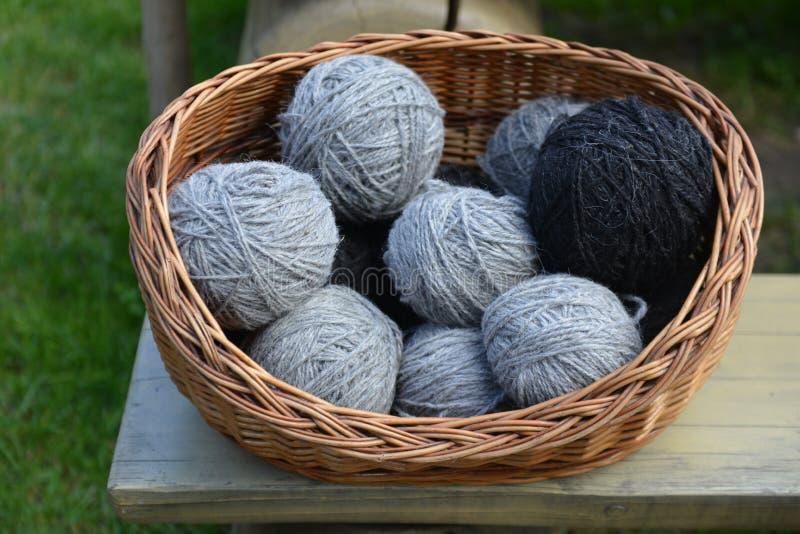 传统绵羊的羊毛生产 免版税库存照片