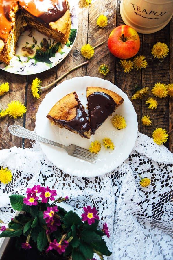 Download 传统自创巧克力蛋糕 土气样式和自然锂 库存图片. 图片 包括有 烹调, 黑暗, 豪华, 结霜, 赤裸, 巧克力 - 72356469