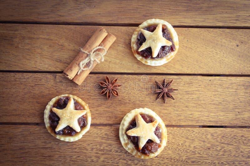 Download 传统自创肉馅饼 库存图片. 图片 包括有 星形, 圣诞老人, 计数器, 编排者, 手指, 手工制造, 剁碎 - 62535393