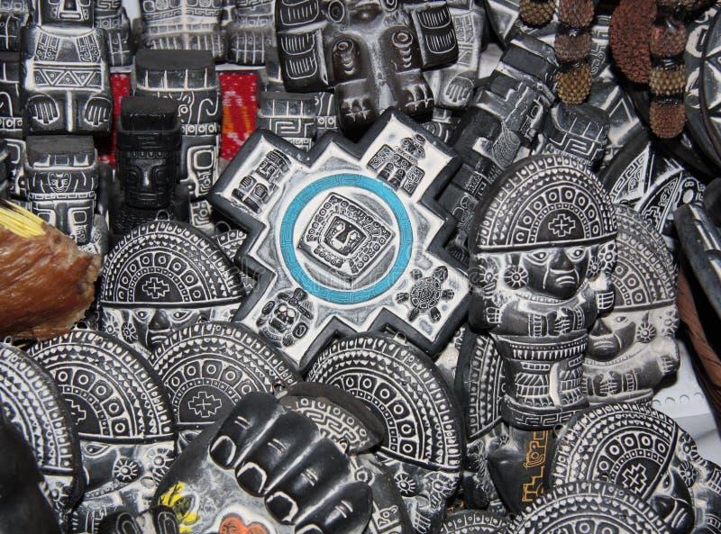 传统艾马拉礼节对象,巫婆市场 免版税库存图片