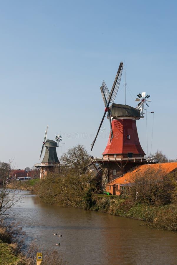 传统荷兰人Greetsiel孪生磨房 库存图片