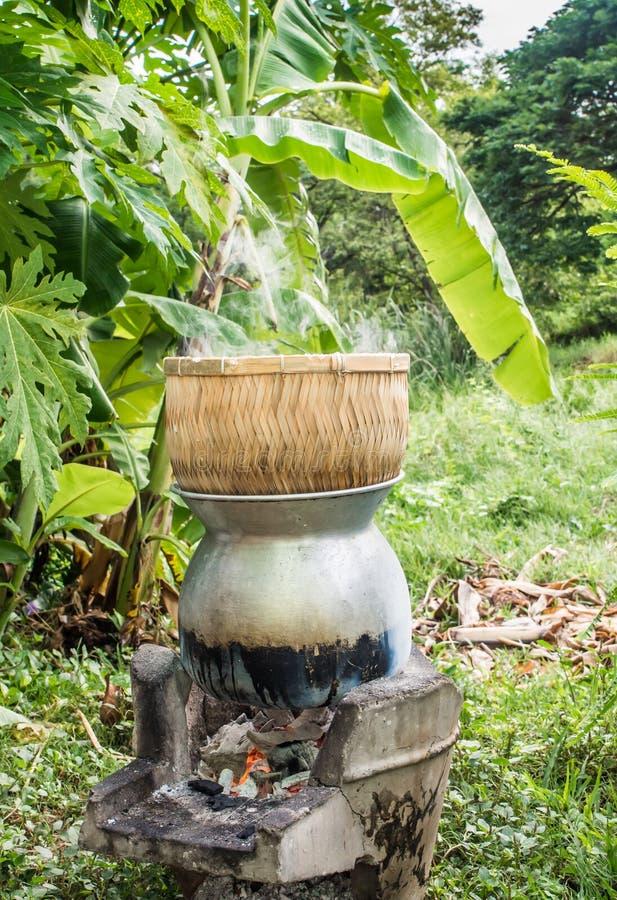 传统蒸的稠粘的糯米 库存照片