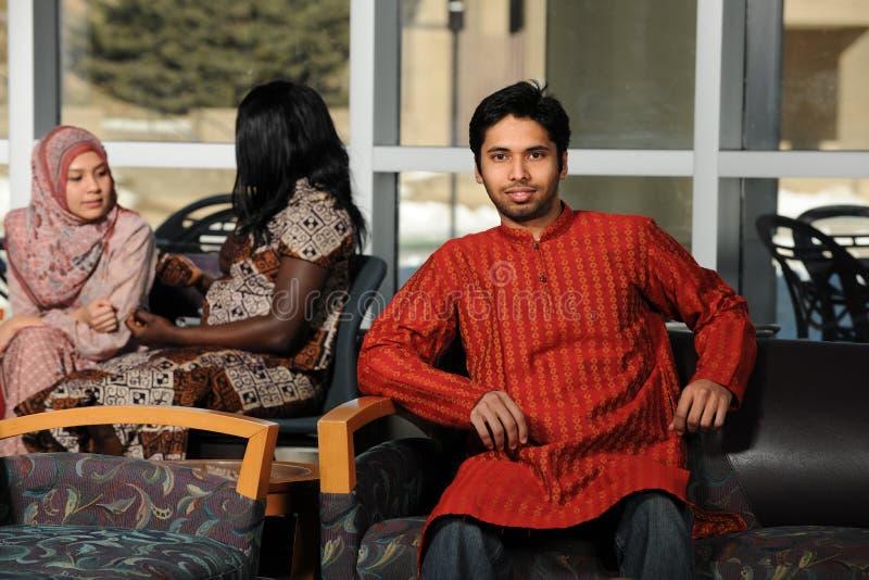 传统衣物的印地安大学生 免版税库存图片