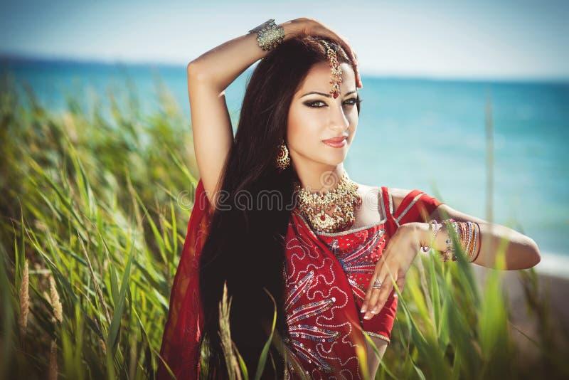 美好的印第安妇女bellydancer。 阿拉伯新娘。 免版税库存图片