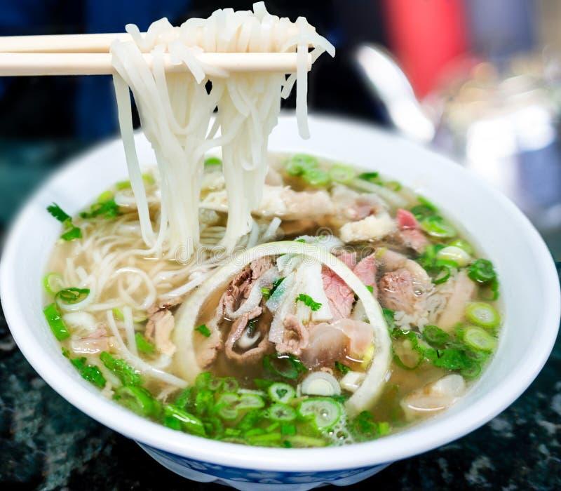 传统越南人Pho牛肉汤面 免版税库存图片