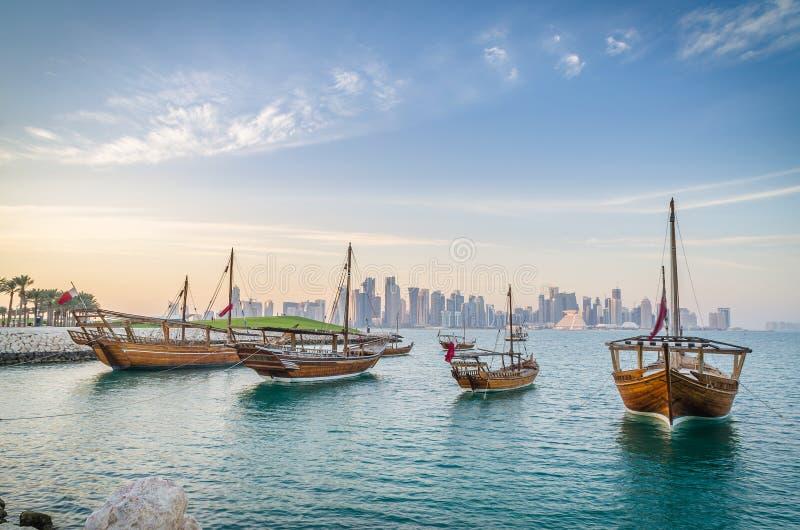传统阿拉伯单桅三角帆船在多哈,卡塔尔 免版税图库摄影