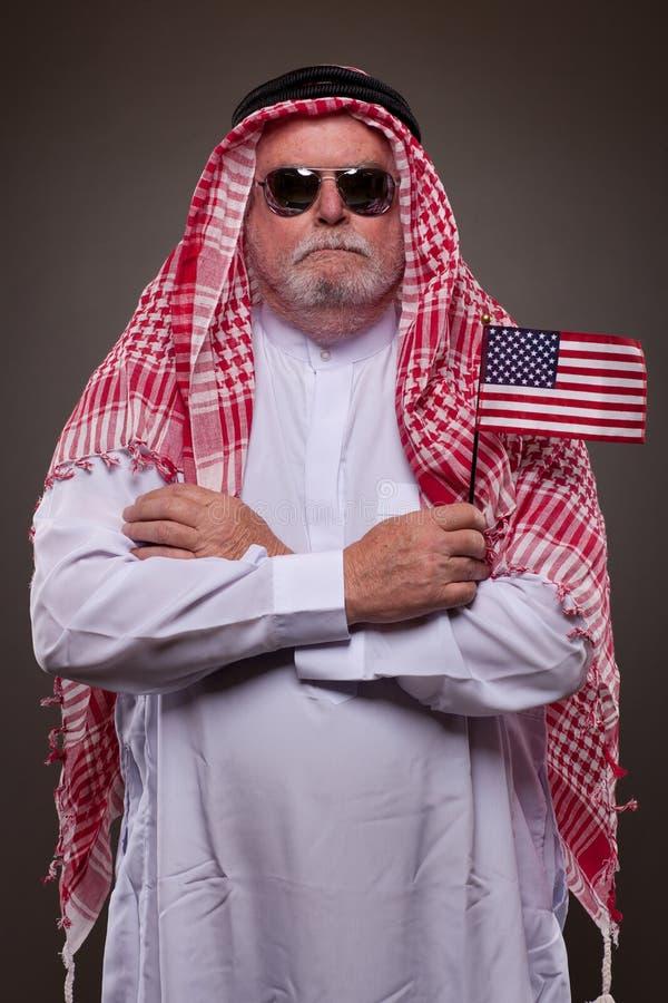 Download 传统阿拉伯衣物的人 库存图片. 图片 包括有 腋窝, 回教, 文化, 头巾, 前面, 爱国心, 人员, 白种人 - 30326713