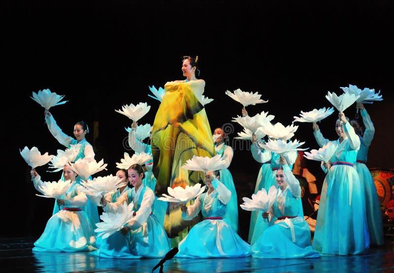 传统韩国舞蹈的女性执行者 库存图片