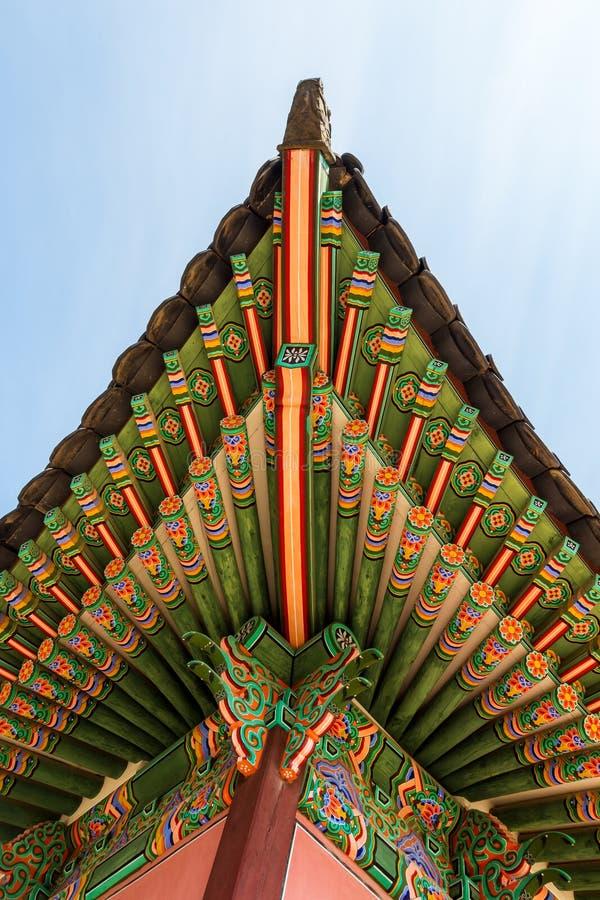 传统韩国建筑学屋顶房檐 库存照片