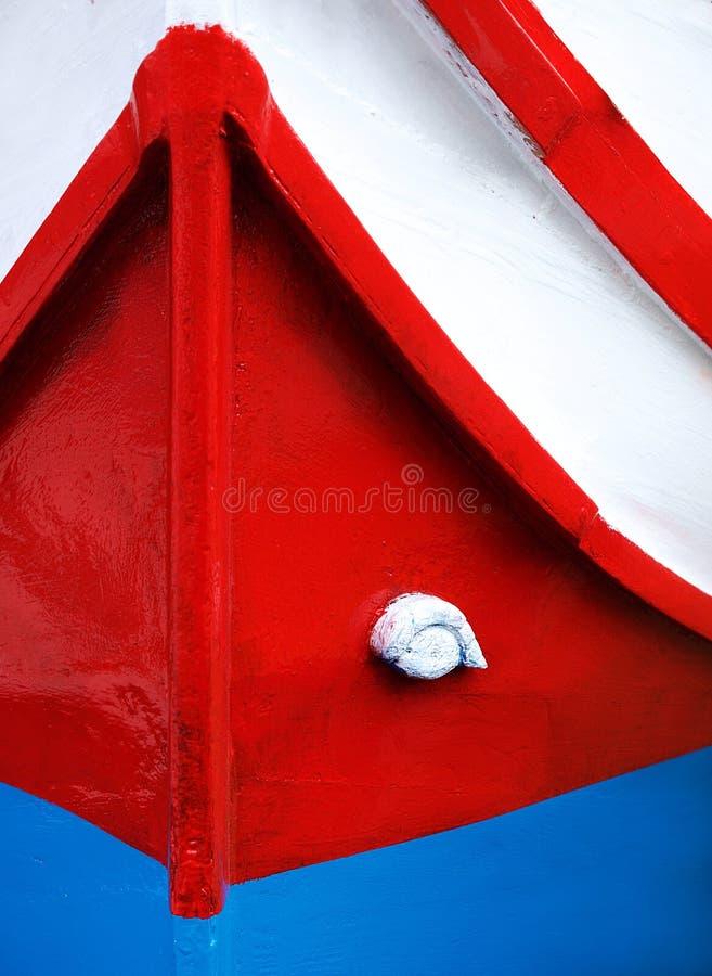 传统马尔他小船luzzu的颜色 传统颜色和眼睛在传统马耳他渔船发现了 五颜六色的背景 库存图片
