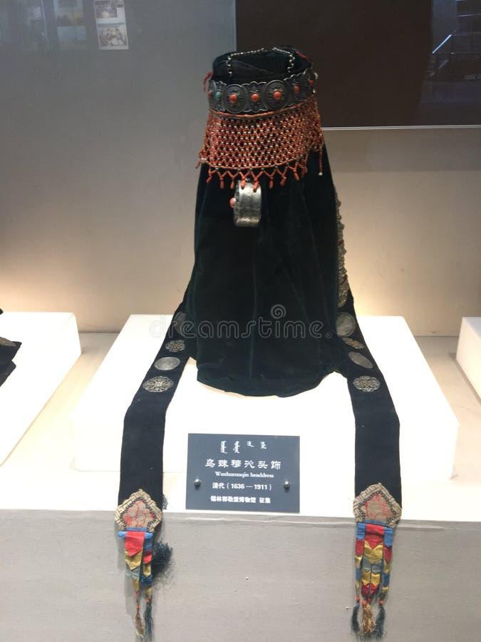 传统female& x27; s headerwear在内蒙古 免版税库存照片