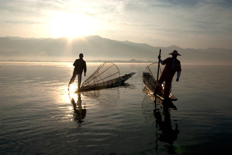传统fishermans剪影在Inle湖,缅甸 免版税库存照片