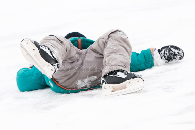 伤害滑冰的体育运动冬天 库存照片