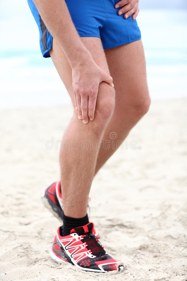 伤害膝盖痛苦赛跑者 免版税图库摄影