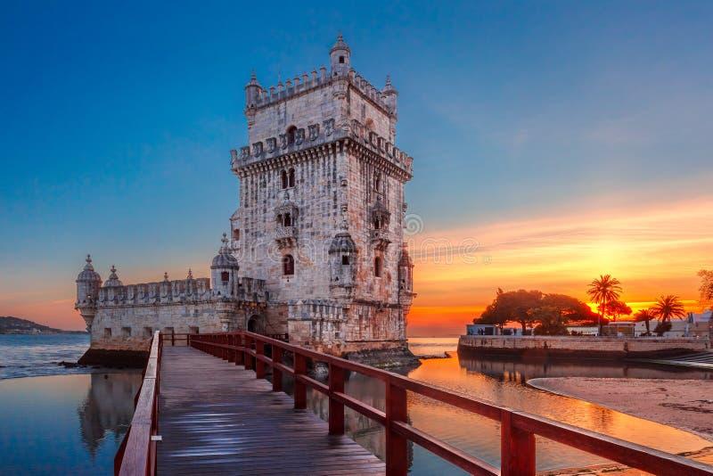 贝伦塔在日落的里斯本,葡萄牙 免版税库存照片