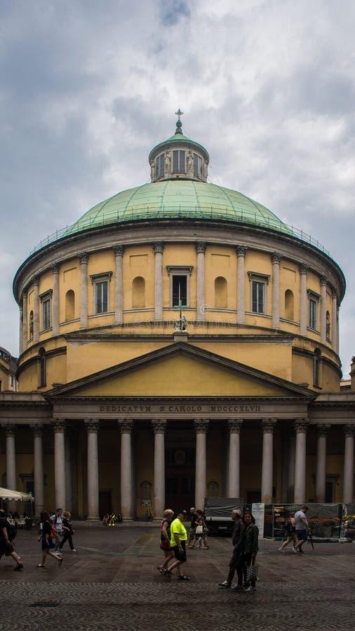 伦巴第古老卵形修造的柱子 免版税图库摄影