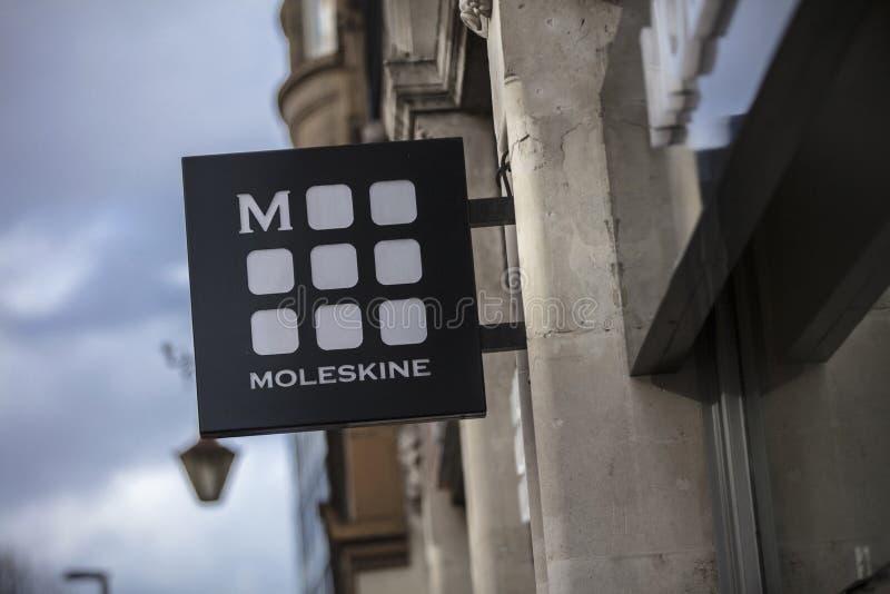 伦敦、大伦敦、英国、2018年2月7日,一个标志和商标moleskine的 免版税图库摄影