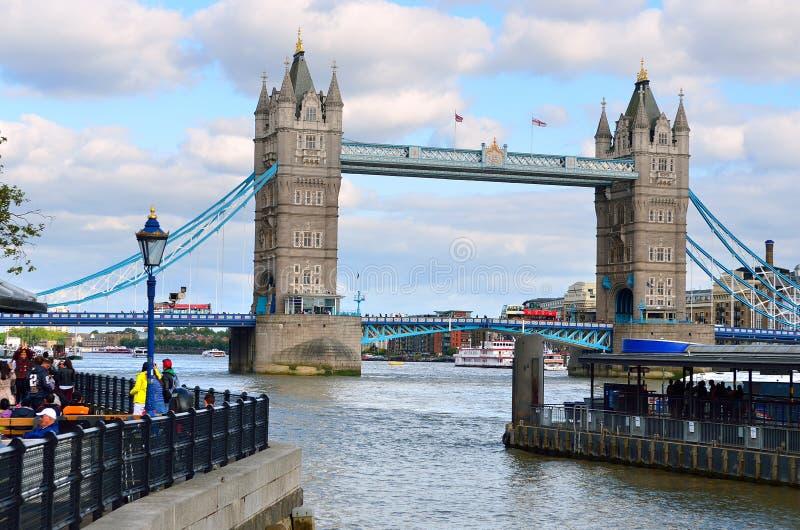伦敦与大本钟,威斯敏斯特宫,伦敦眼,威斯敏斯特桥梁,泰晤士河,伦敦,英国,英国的地平线风景 免版税库存图片