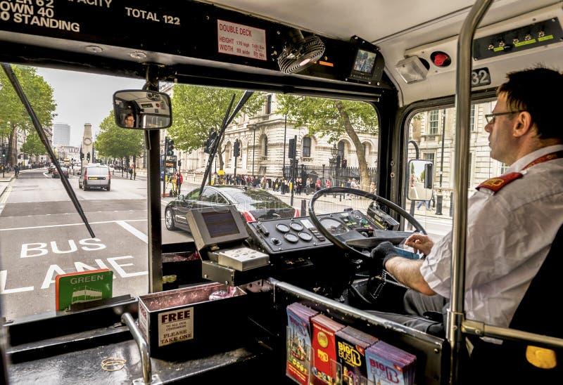 伦敦公共汽车司机 库存图片