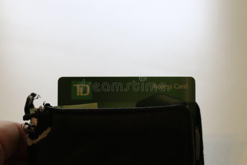 伦敦加拿大,2019年4月27日:黏附在钱包外面的道明加拿大信托银行商标的社论照片 多伦多统治银行是 库存图片