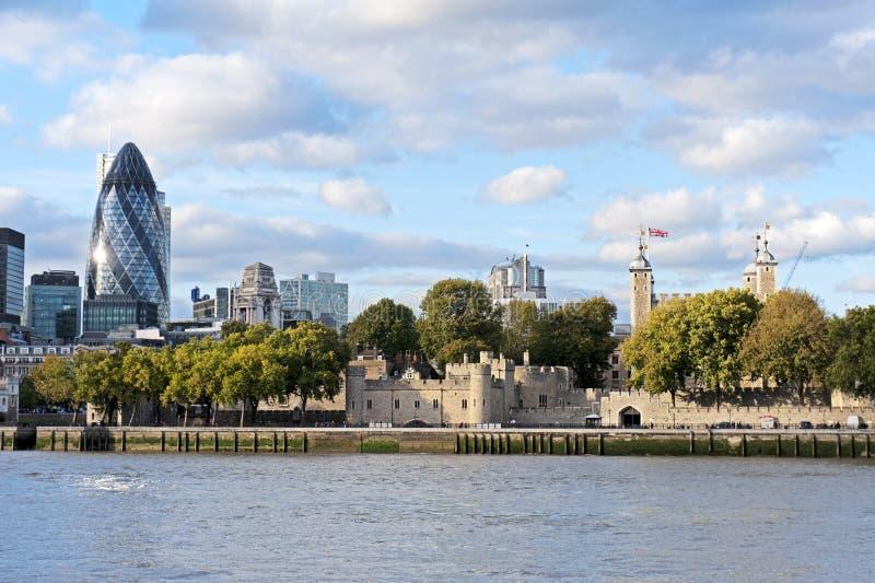 伦敦和30圣玛丽轴大厦都市风景  库存照片