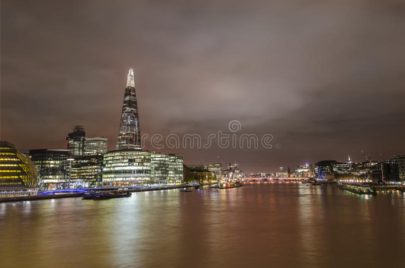 伦敦地平线和泰晤士河 免版税库存照片