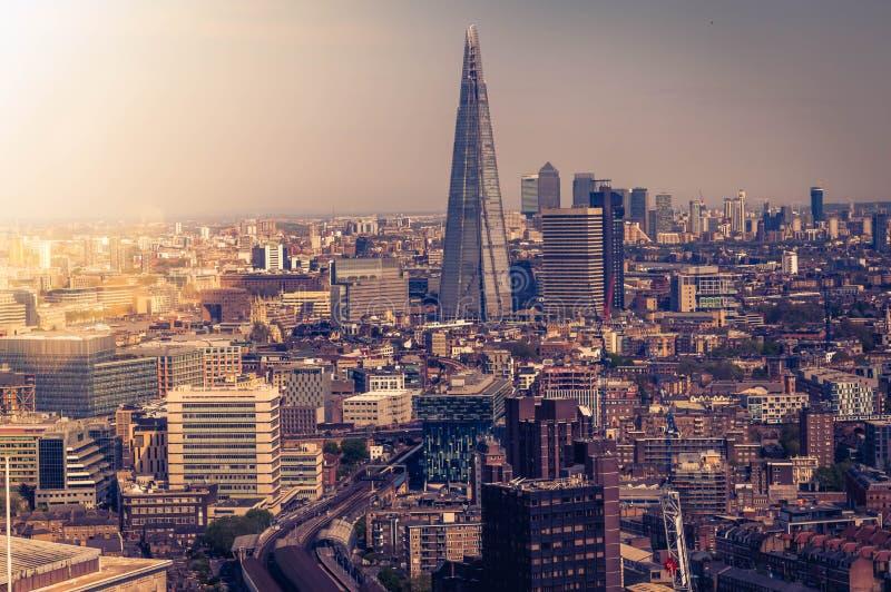 伦敦地平线和都市风景的惊人电影视图从摩天大楼 免版税库存照片
