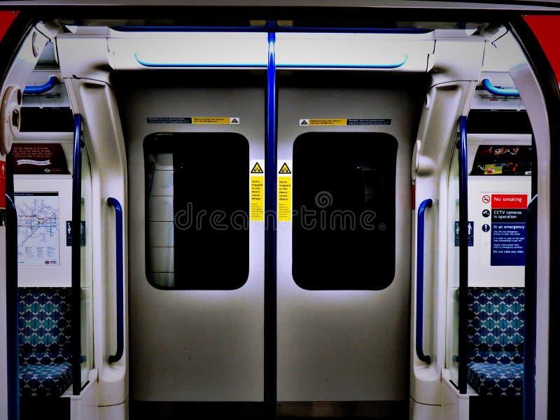 伦敦地铁门 免版税图库摄影
